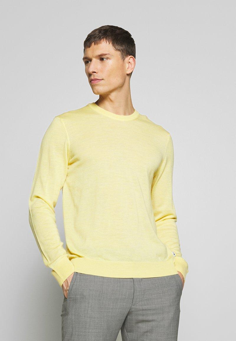 NN07 - TED - Stickad tröja - yellow