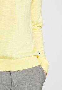 NN07 - TED - Stickad tröja - yellow - 5