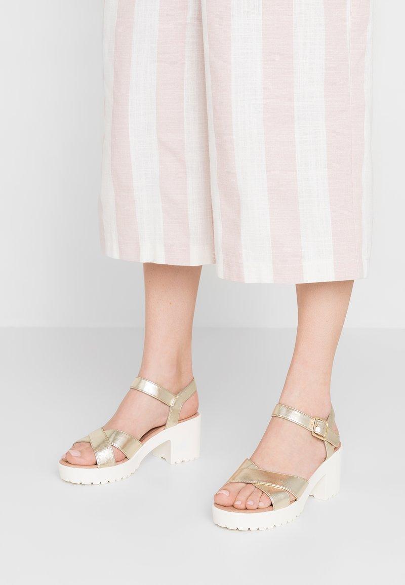 No Name - TANGO ANKLE - Korkeakorkoiset sandaalit - gold/white
