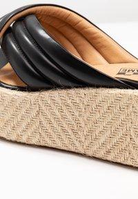 No Name - BETTY MULE - Pantofle na podpatku - black - 2