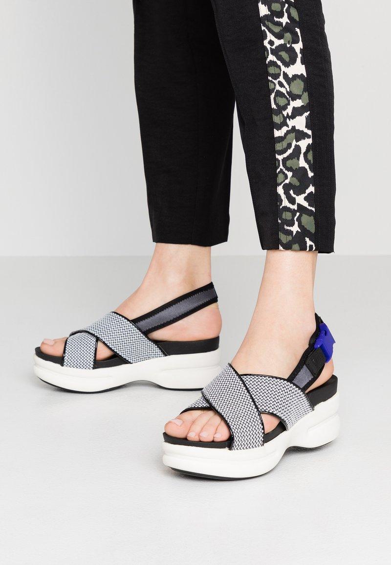 No Name - CONCRETE BAND - Korkeakorkoiset sandaalit - white
