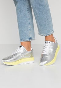 No Name - FUTURA JOGGER - Joggesko - silver - 0