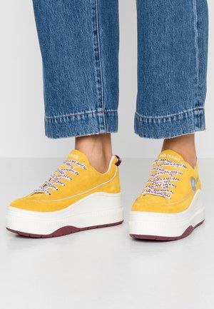 JUMP DERBY - Tenisky - yellow