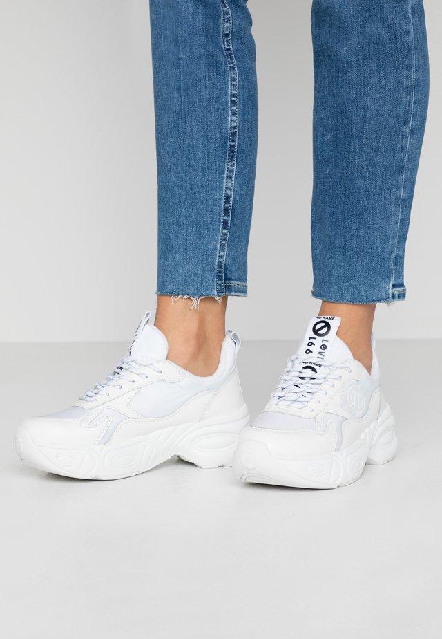 NITRO JOGGER - Sneakersy niskie - white