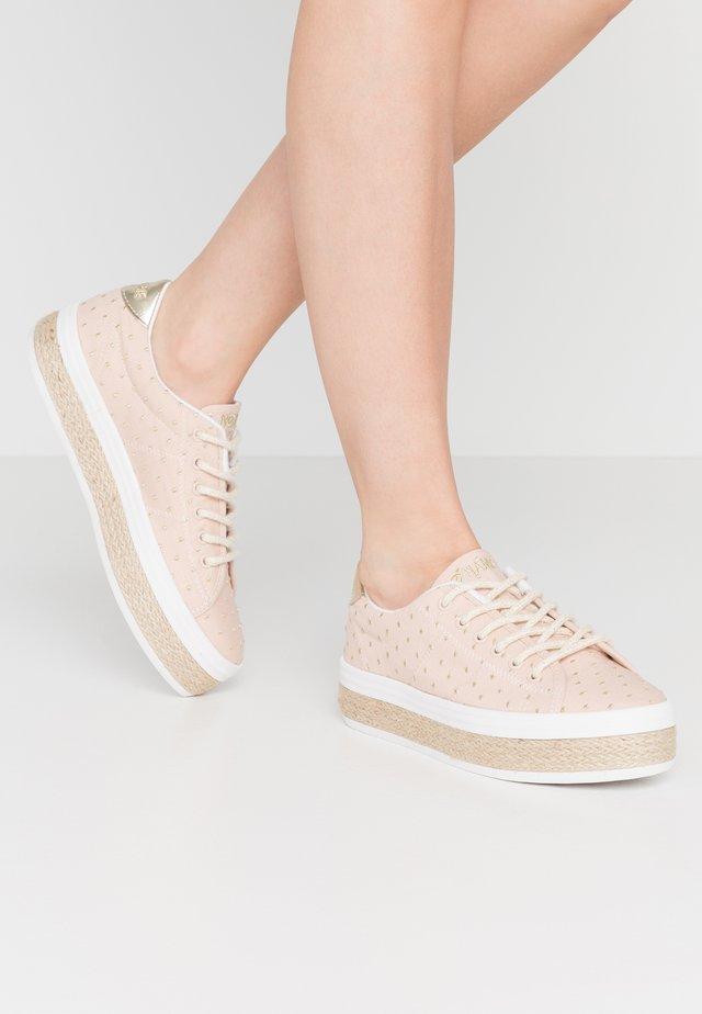 MALIBU - Sneaker low - skin