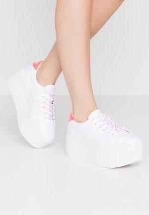 PLATO - Tenisky - white/pink fluo