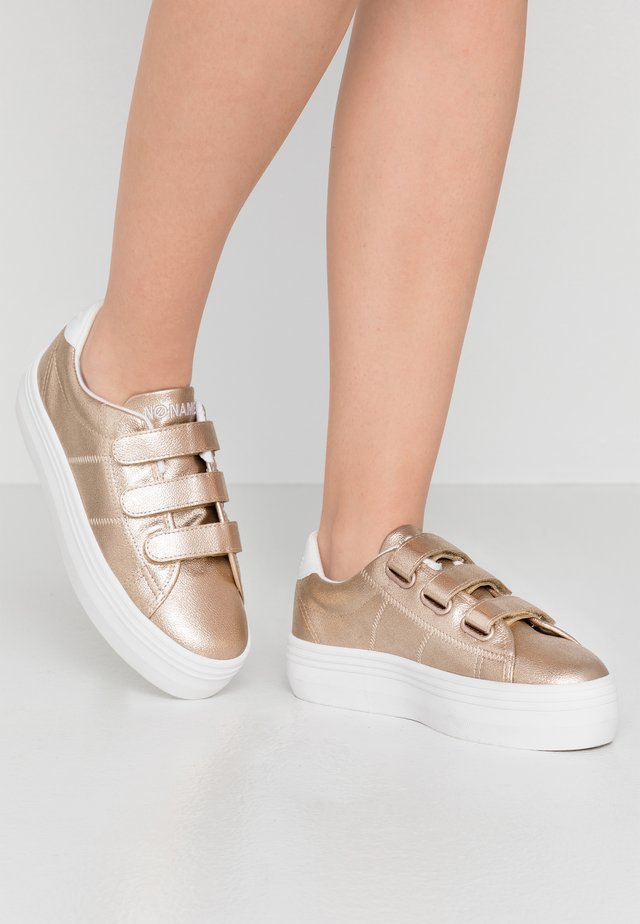 PLATO STRAPS - Sneakers - gold/white