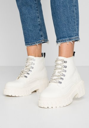 KROSS - Ankle boots - ivory