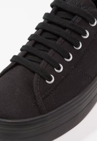 No Name - PLATO SNEAKER - Matalavartiset tennarit - black/fox black - 6