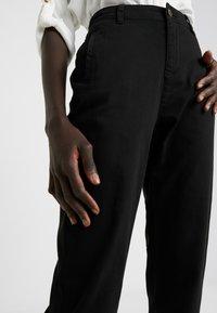 Noisy May Tall - NMHARLEM REGULAR PANTS - Broek - black - 4