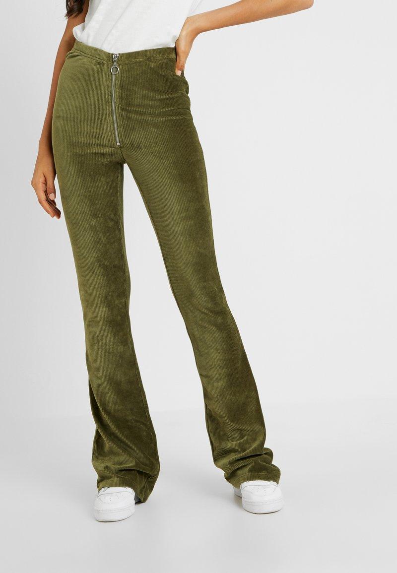 Noisy May Tall - NMWINNER PANT - Stoffhose - winter moss