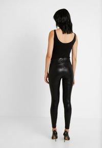 Noisy May Tall - NMBELLA CROCODILE COATED - Leggings - Trousers - black - 2