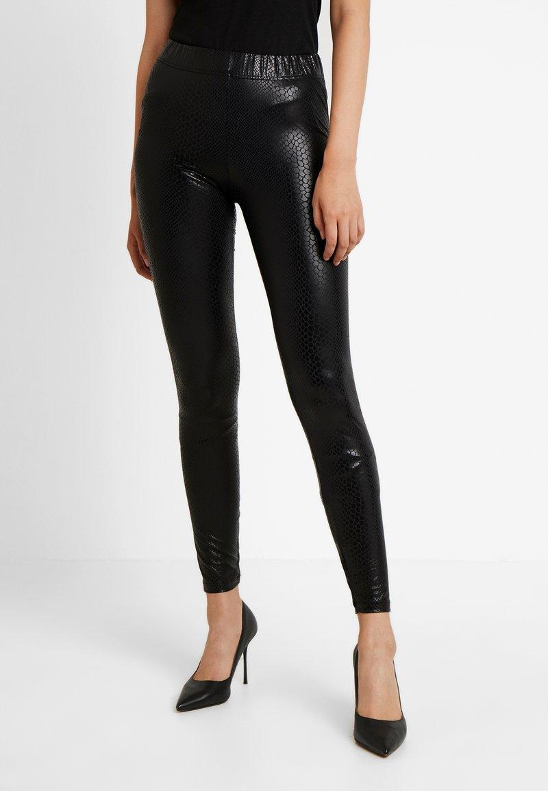 Noisy May Tall - NMBELLA CROCODILE COATED - Leggings - Trousers - black