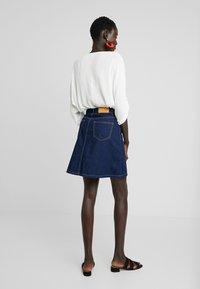 Noisy May Tall - NMSUNNY ORGANIC SKIRT  - Spódnica trapezowa - dark blue denim - 2