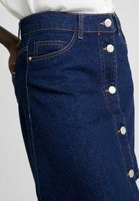 Noisy May Tall - NMSUNNY ORGANIC SKIRT  - Spódnica trapezowa - dark blue denim - 4