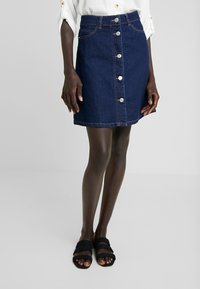 Noisy May Tall - NMSUNNY ORGANIC SKIRT  - Spódnica trapezowa - dark blue denim - 0