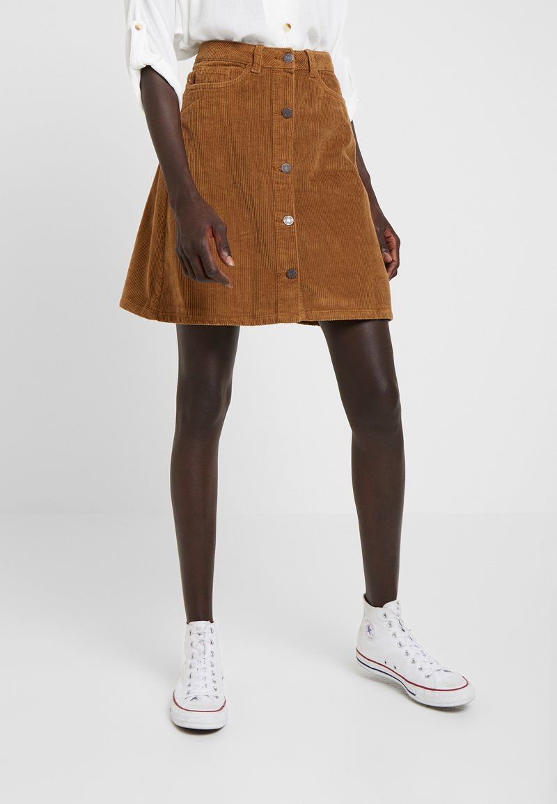 Noisy May Tall - NMSUNNY SHORT WIDE CORD SKIRT - Minifalda - tobacco brown