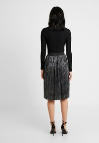 Noisy May Tall - NMKISS PLEATED SKIRT - Plisséskjørt - silver - 2