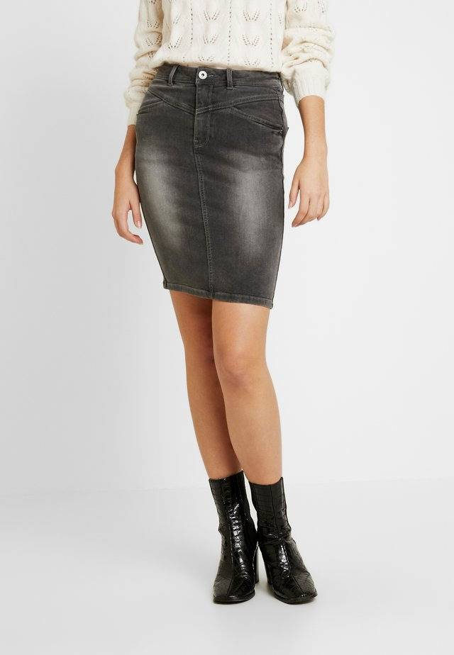 NMBE LEXI TRIANGLE SKIRT - Pouzdrová sukně - medium grey denim