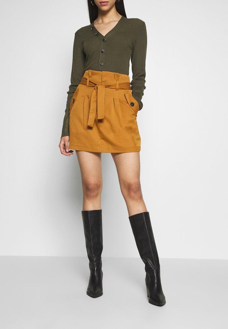 Noisy May Tall - ROBERT SKIRT TALL - Minifalda - brown