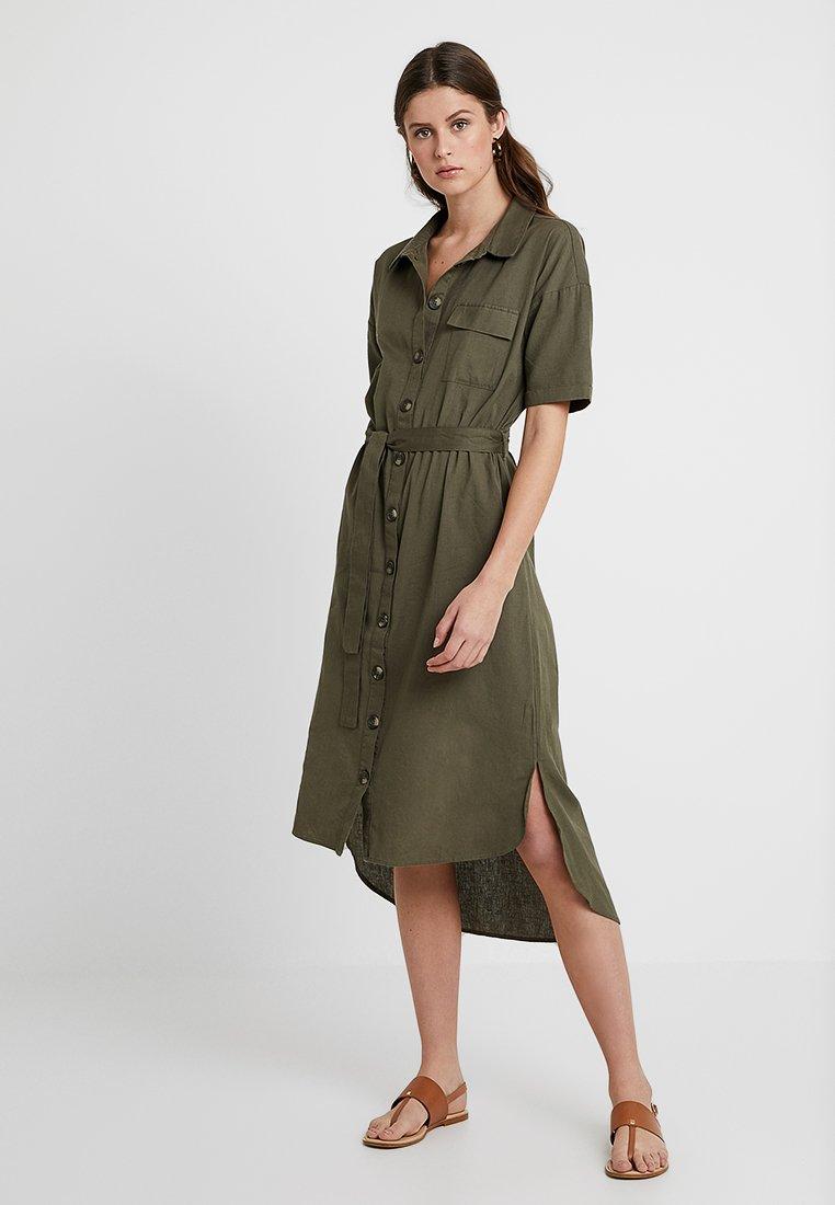 Noisy May Tall - NMLINE 2/4 SLEEVE DRESS - Vestido camisero - olive drab