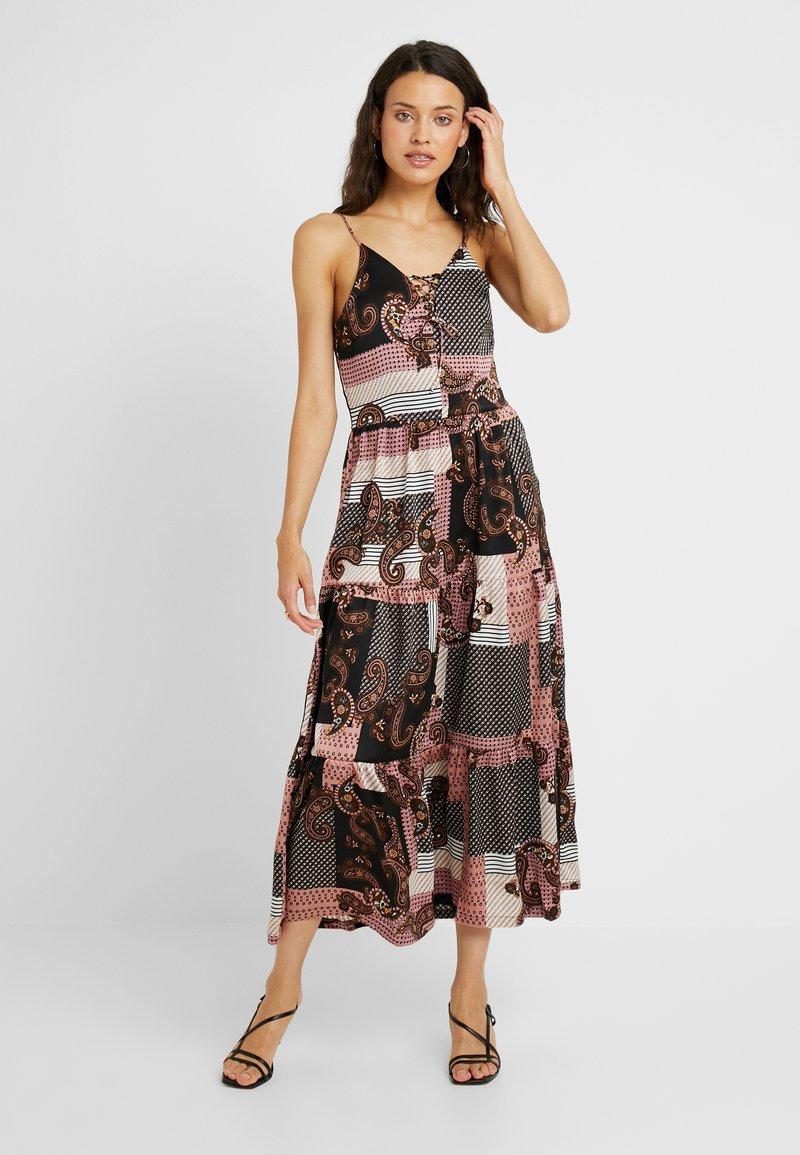 Noisy May Tall - NMSAHRA PAISLEY LONG DRESS - Vestido largo - black/pink