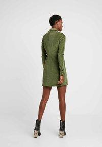 Noisy May Tall - NMLISETTA ZIP DRESS - Vestido informal - olivine - 3