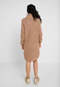 Noisy May Tall - NMROBINA HIGH NECK DRESS - Jumper dress - camel/melange - 2