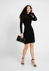 ONLY Tall - NMLESLY FLOCK DRESS - Etuikleid - black - 2