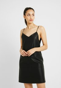 Noisy May Tall - NMJOFF SHORT DRESS - Denní šaty - black - 0