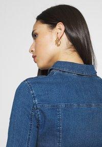 Noisy May Tall - NMLISA DRESS  - Vestido vaquero - medium blue denim - 4