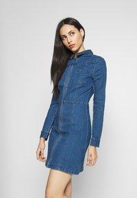 Noisy May Tall - NMLISA DRESS  - Vestido vaquero - medium blue denim - 0