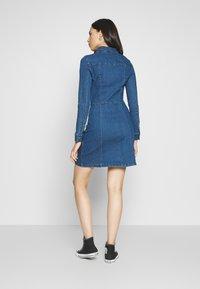 Noisy May Tall - NMLISA DRESS  - Vestido vaquero - medium blue denim - 2