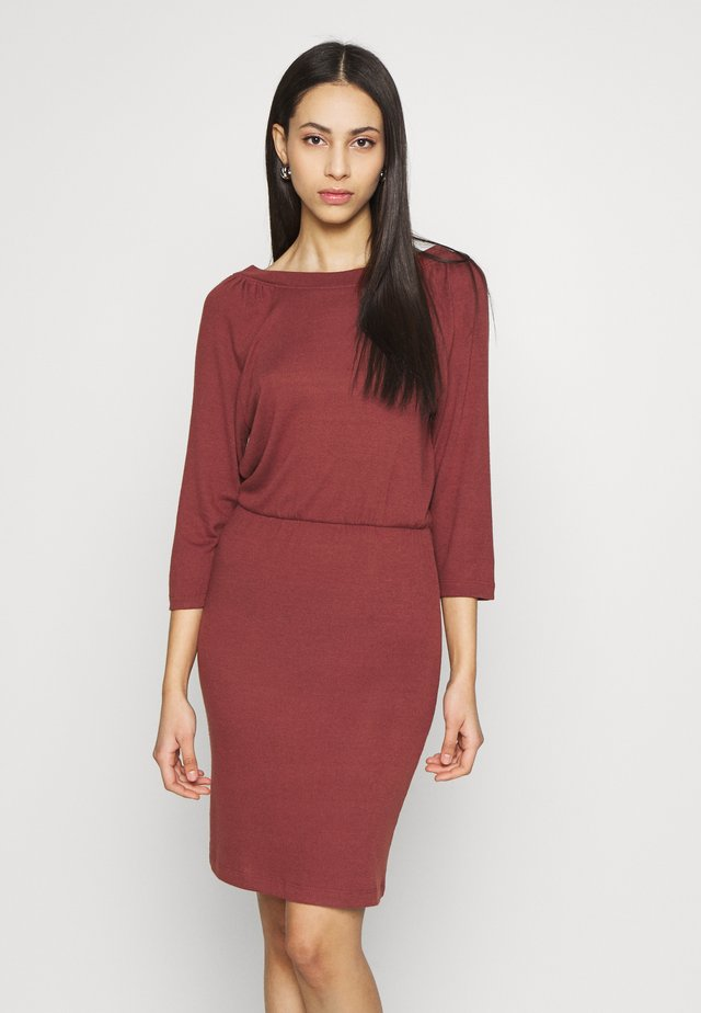 NMHALLEY 3/4 O-NECK DRESS TALL - Gebreide jurk - burnt henna