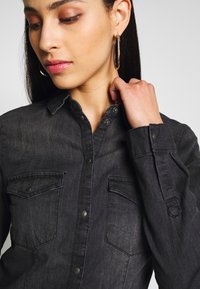 Noisy May Tall - Chemisier - black denim - 4