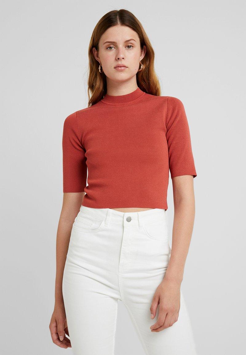 Noisy May Tall - NMELLIOTT CROPPED NECK  - Camiseta estampada - tandori spice
