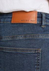 Noisy May Tall - NMEVE POCKET PIPING  - Vaqueros pitillo - dark blue denim - 5