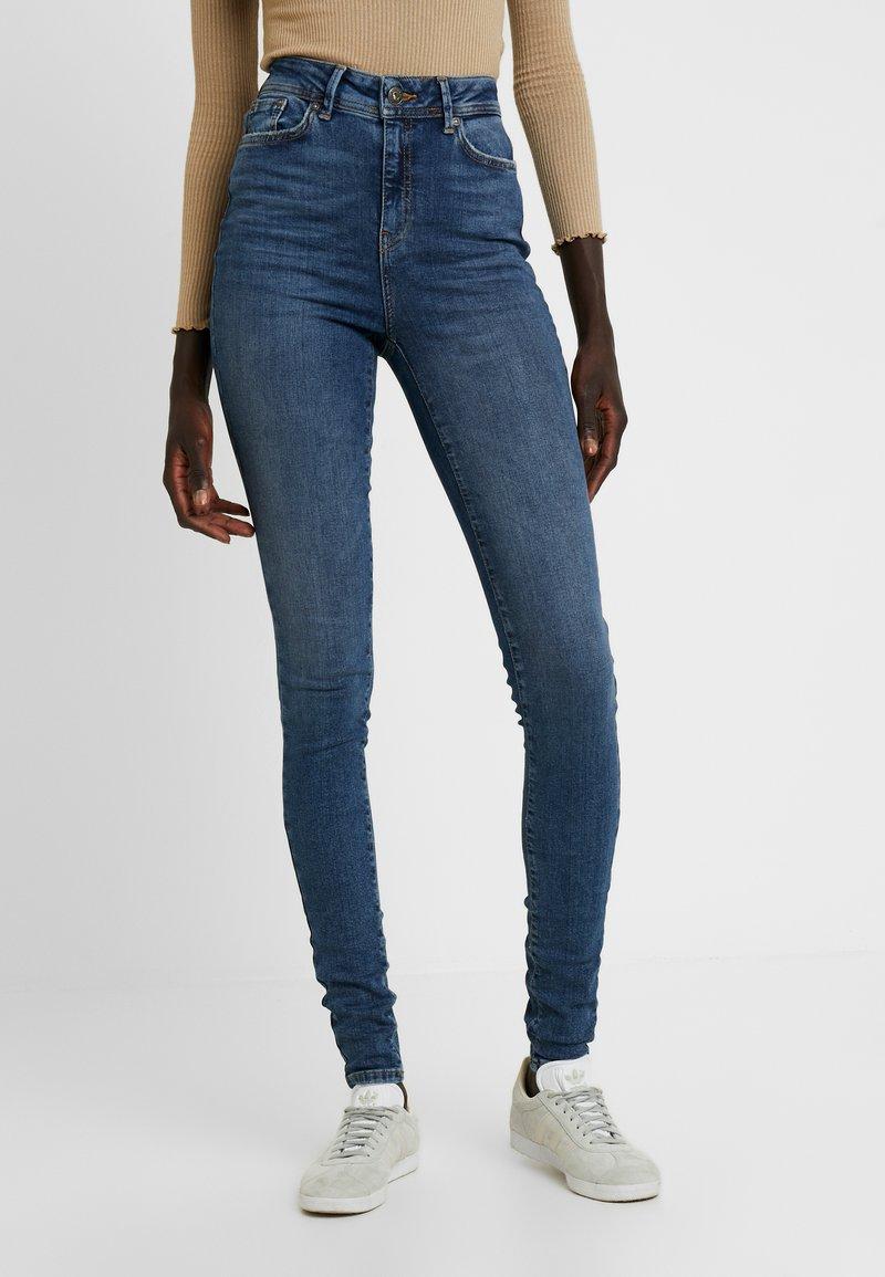 Noisy May Tall - NMVICKY - Jeans Skinny Fit - dark blue denim