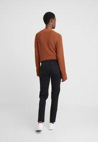 Noisy May Tall - NMJENNA - Straight leg jeans - black - 2