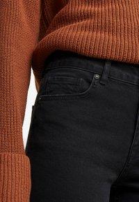 Noisy May Tall - NMJENNA - Straight leg jeans - black - 5