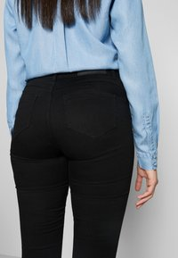 Noisy May Tall - NMJEN SHAPER - Jeans Skinny Fit - black - 4