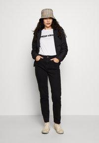 Noisy May Tall - JENNA - Straight leg jeans - black denim - 1