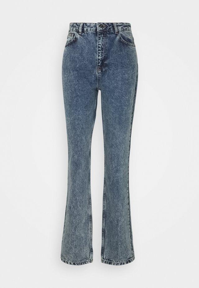 NMISABEL MOM - Straight leg jeans - medium blue denim