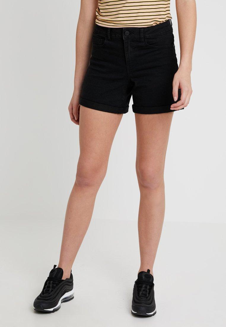 Noisy May Tall - NMBE LUCY FOLD SHORTS - Jeans Shorts - black