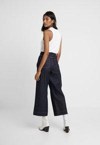 NORR - LUCAS WIDE LEG - Flared jeans - dark blue - 2