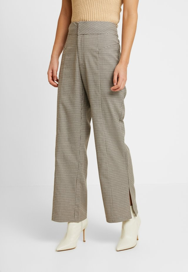 KINDSLEY PANTS - Trousers - brown