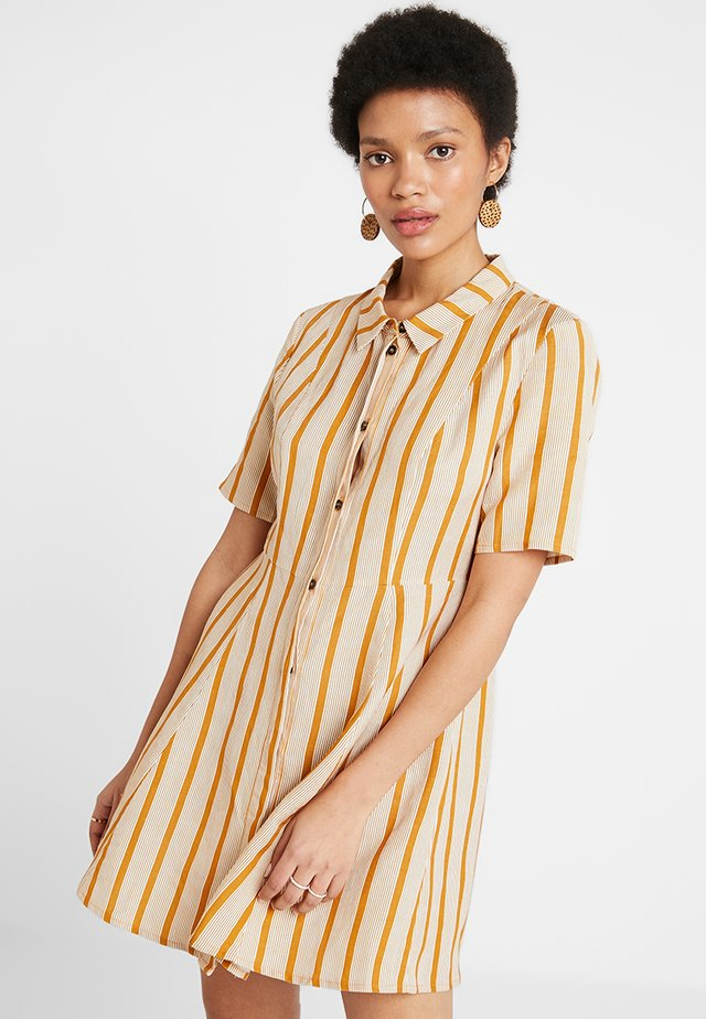 AMIRA DRESS - Shirt dress - golden brown/white