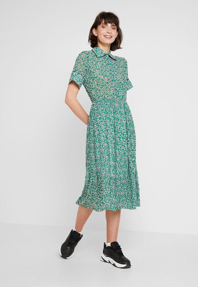 MONTANA DRESS - Košilové šaty - green
