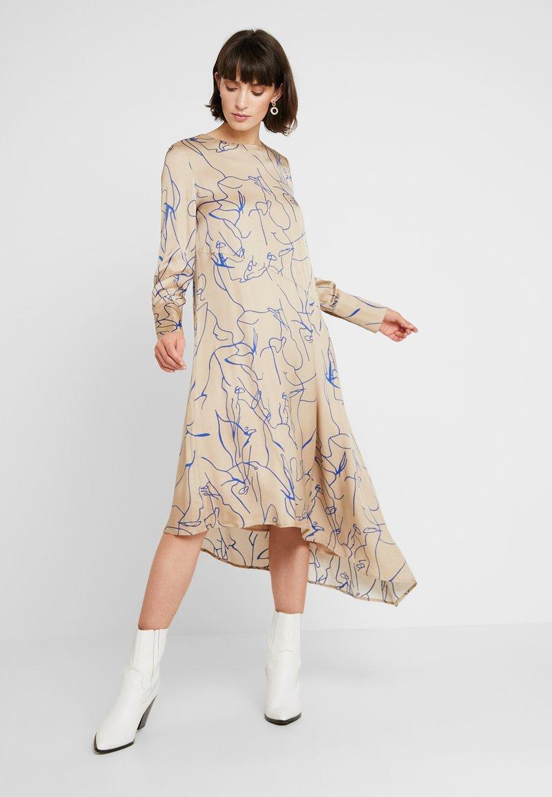 NORR - RYLAN DRESS - Maxikleid - beige/blue