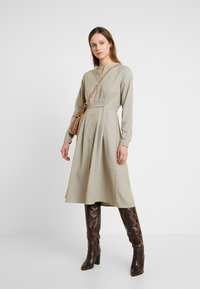 NORR - EDEN DRESS - Skjortekjole - beige - 1